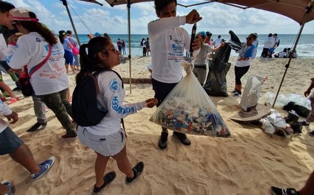 Quintana Roo: Conmemoran Día Mundial de la Educación Ambiental con limpieza de playas (El Universal)