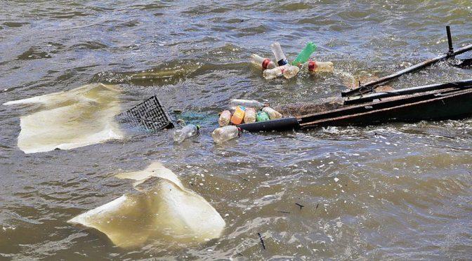 Oaxaca: Descargas clandestinas, afectan gravamente a la presa Yosocuta (El Imparcial)