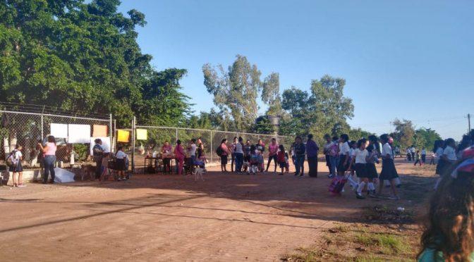 Sinaloa: ¡Les sale un chorrito y muy sucia! Toman escuela primaria en exigencia de agua potable (Línea Directa)