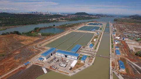 Panamá: Ante sequía, el Canal por primera vez cobrará a clientes por el uso del agua dulce (Univisión)