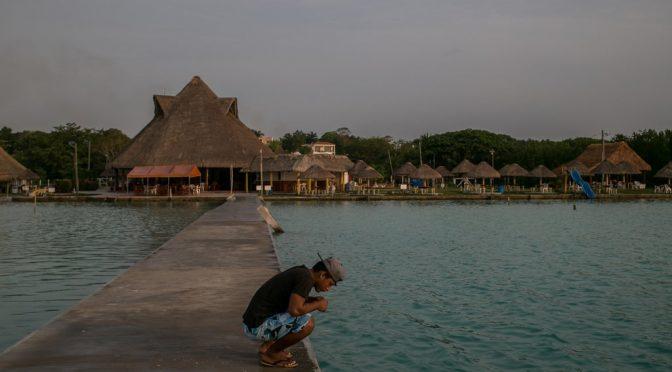 México: Laguna de Bacalar está perdiendo sus siete colores a causa de la contaminación (The New York Times)