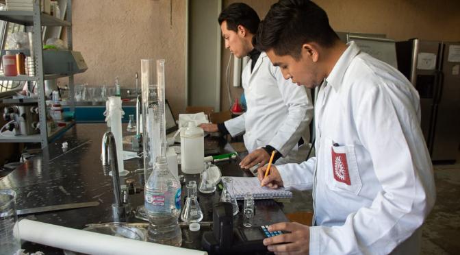 Michoacán: Explora UTM estrategias, aplicación y aprovechamiento de lirio acuático (Cambio de Michoacán)