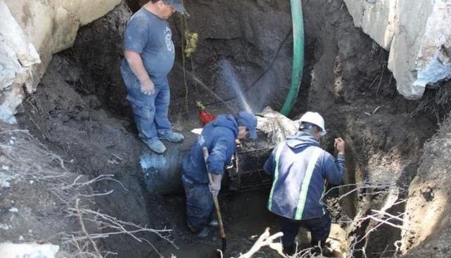 Estado de México: Fugas afectan suministro de agua en 7 municipios (El Universal)