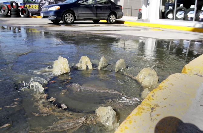 Durango: Vecinos de Villa Jardín con problemas por brote de aguas negras (Milenio)