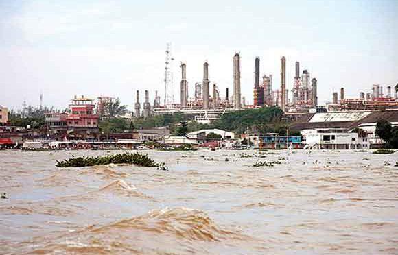 México: Infiernos ambientales: la contaminación industrial ahoga cuencas  (e-consulta)