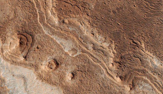 España: nuevas fotos de Marte revelan erosión por agua, viento y hielo (La Jornada)