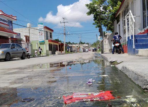 Más de 200 multas por tiradero de aguas en las calles en Campeche (La Jornada Maya)