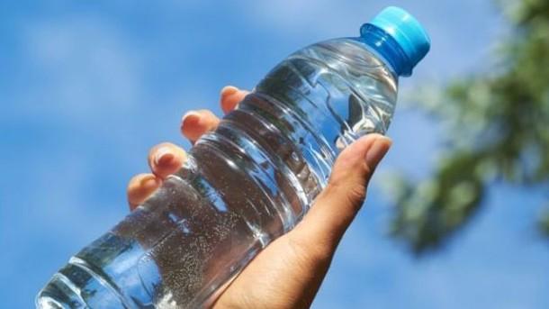 ¿Sabes cuánta agua se gasta al producir una botella de agua? (El Heraldo de Aguascalientes)