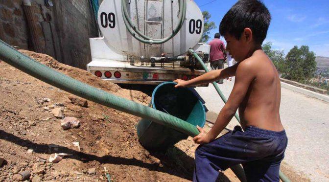 Estado de México: Distribuyen agua en pipas para municipios del Edomex (La Jornada)