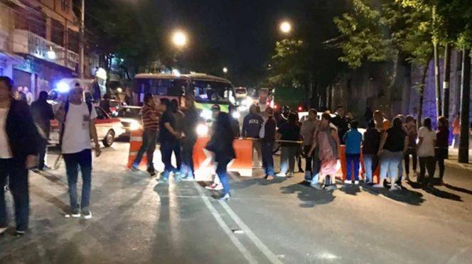 CDMX: Por falta de agua, vecinos bloquean Camino a Santa Fe (Excelsior)