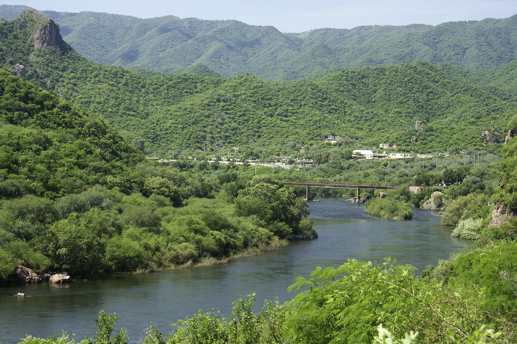 Estimación y dispersión de contaminantes en el río Yaqui (Sonora, México): evaluación y riesgos ambientales