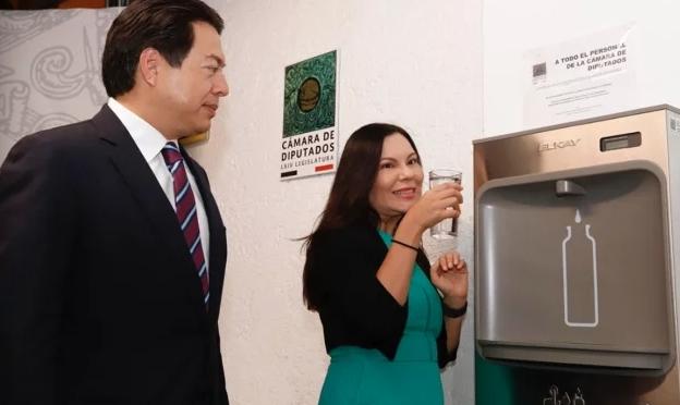México: Diputados estrenan 72 bebederos; cuestan 2.8 mdp (El Universal)