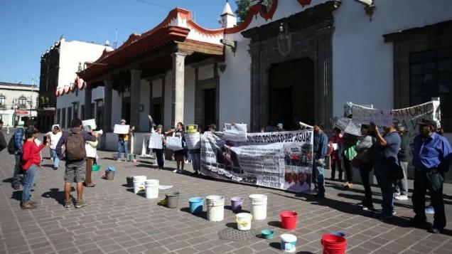 CDMX: Vecinos de Coyoacán protestan por falta de agua tras cuarentena de coronavirus (Debate)