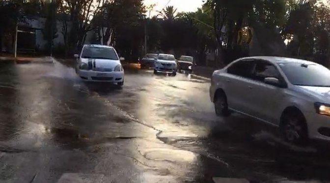 CDMX: Fuga de agua inunda calles de la Miguel Hidalgo (Milenio)