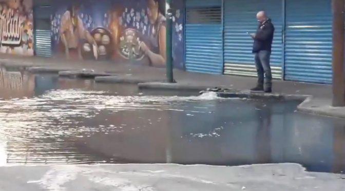 CDMX: Se registra intensa fuga de agua en Miguel Hidalgo (Excelsior)