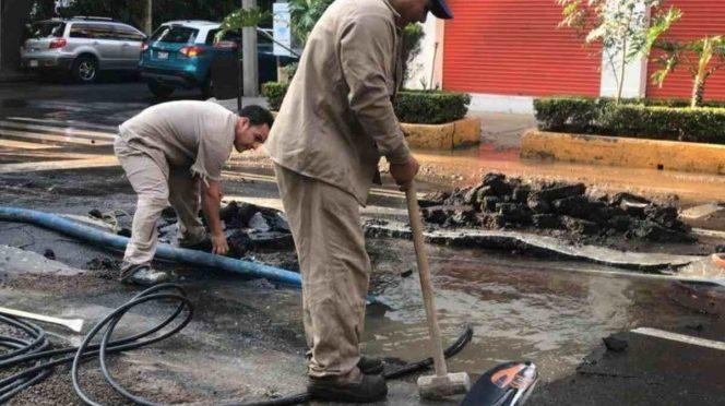 CDMX: Se registra fuerte fuga de agua en Polanco (Excelsior)