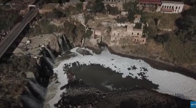 """""""24 horas"""" en busca de agua potable en México (video AFP)"""