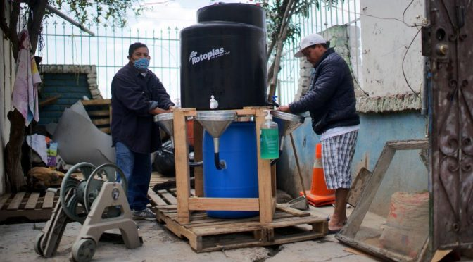 Baja California: Entérate cómo llegan los tanques de agua a los albegues de migrantes en Tijuana (La Opinión)
