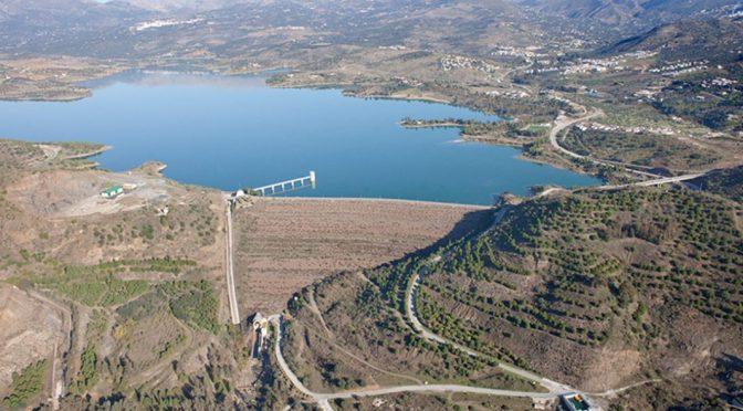 España: La Junta elimina la restricción de agua a los regantes de La Axarquía para todo el año hidrológico (Agro Información)