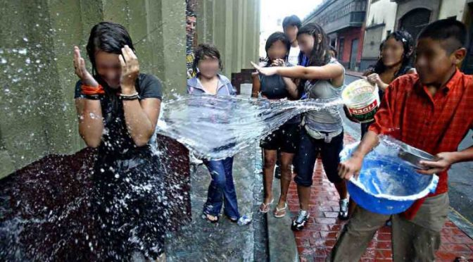 México: Semana Santa: ¿Por qué la gente se moja con agua en Sábado de Gloria? (El Mañana)