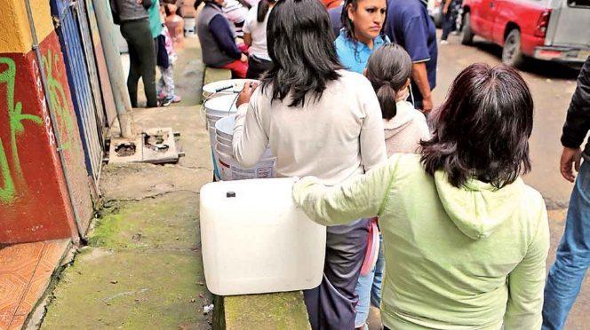 México: Hacen rendir agua para lavarse las manos; 44 millones padecen escasez, reportan (Excélsior)