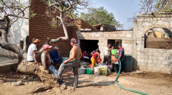 Oaxaca: Atiende autoridad municipal a familias tecomavaqueñas para resarcir falta de agua (Diario Marca)