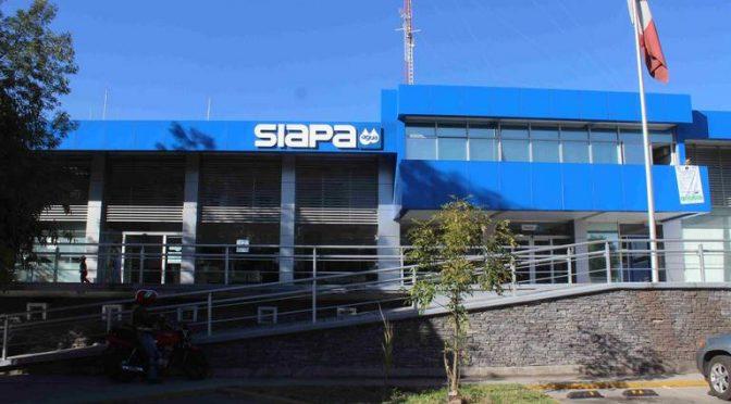 Jalisco: Trabajadores del SIAPA reparan fuga de agua potable (El Occidental)