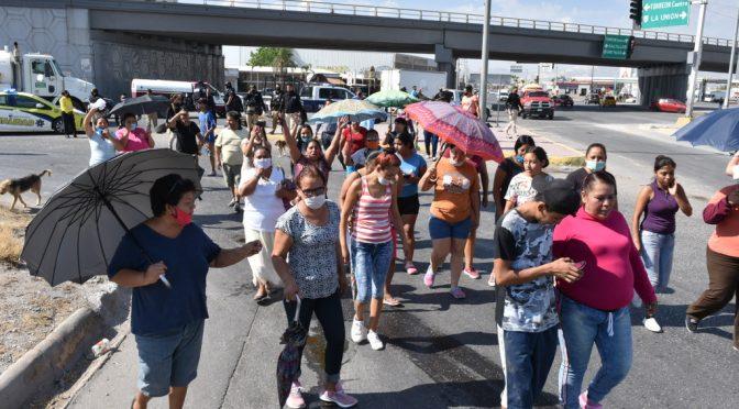 Coahuila: Bloquean vialidad en Torreón por falta de agua (El Siglo de Torreón)