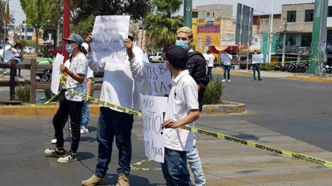 Edomex: Jóvenes se manifiestan en Ecatepec para denunciar falta de agua (Excelsior)