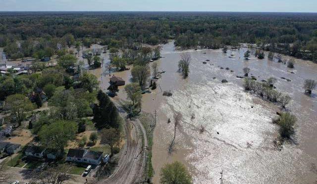 Estados Unidos: Al menos 11 mil desplazados por inundación histórica en Michigan (La Jornada)