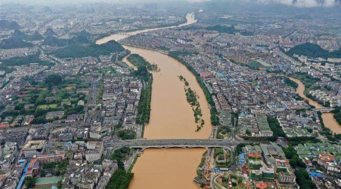 China: Río Lijiang con el nivel de agua más alto debido a la lluvia torrencial (Xinhua)