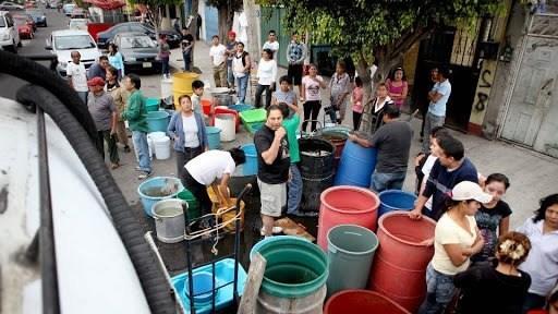 """Estado de México: Escasez de agua en Ecatepec, para favorecer negocios millonarios de """"piperos"""" (Pasaporte Informativo)"""
