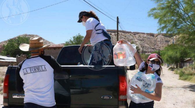 Chihuahua: Maestros de Bachilleres 6 reparten agua en Anapra y Lomas de Poleo (El Diario)
