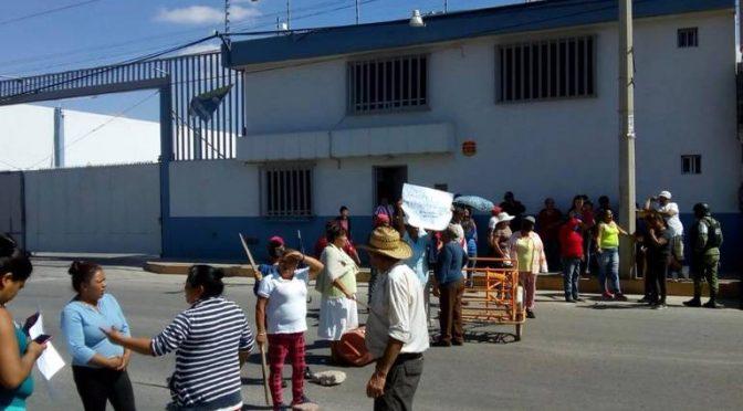 San Luis Potosí: Bloquean carretera a Rioverde por falta de agua (El Sol de San Luis)