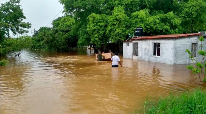 Campeche y Tabasco: Desalojan a 130 familias por tormentas (La Jornada)