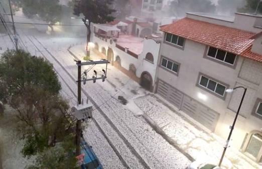 CDMX: Lluvia y granizo afectaron 8 alcaldías (La Jornada)