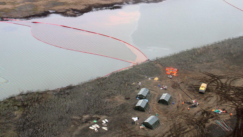 Moscú: Emergencia en una ciudad del Ártico ruso tras un vertido de 20.000 toneladas de combustible a un río (El País)