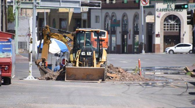 Chihuahua: Reparan fuga de agua en el centro de la ciudad (El Heraldo de Chihuahua)