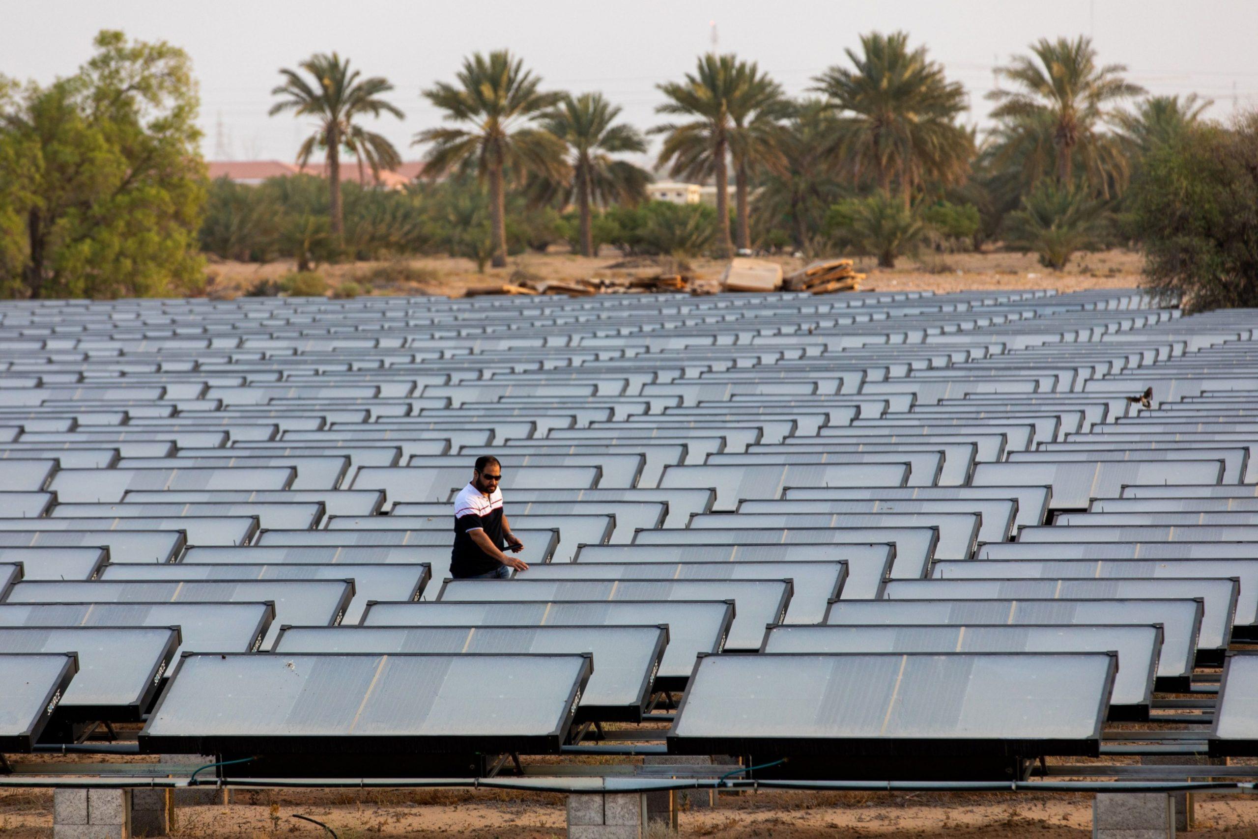 EE.UU: Esta empresa tuvo una gran idea: convertir el aire del desierto de Arabia en agua embotellada (El Financiero)