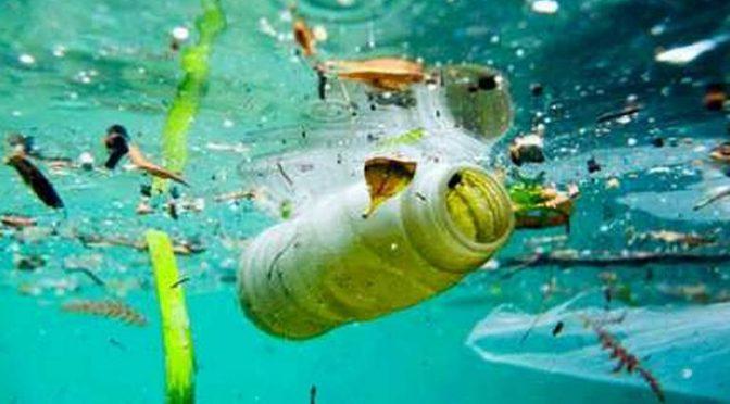 Científicos de la Universidad de Londres estimaron que cerca de 94 mil microplásticos fluyen cada segundo por algunas secciones del río Támesi (Lopez Dóriga)