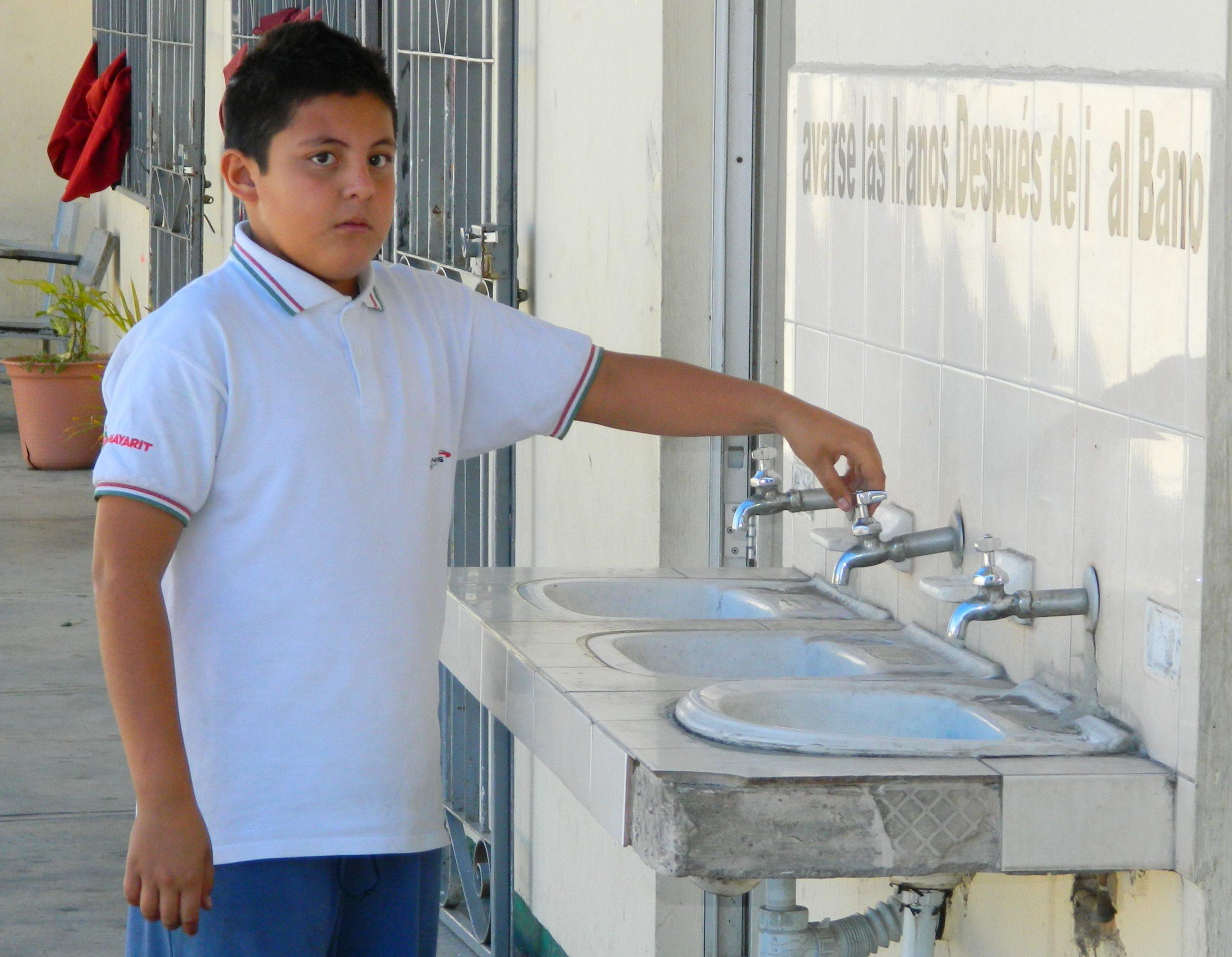 México: Hay 46 mil 515 escuelas sin agua en México, representan 23%: SEP (Palabras Claras)