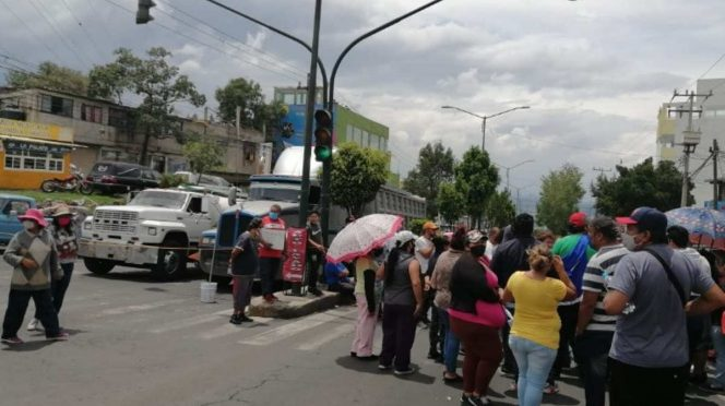 CDMX: Vecinos cierran la Picacho-Ajusco por falta de agua. (Excélsior)