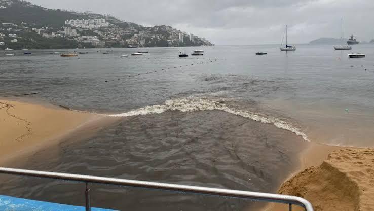 Guerrero: Conagua denuncia en FGR a Comisión de Agua de Acapulco por verter aguas negras en la bahía. (ZETA)