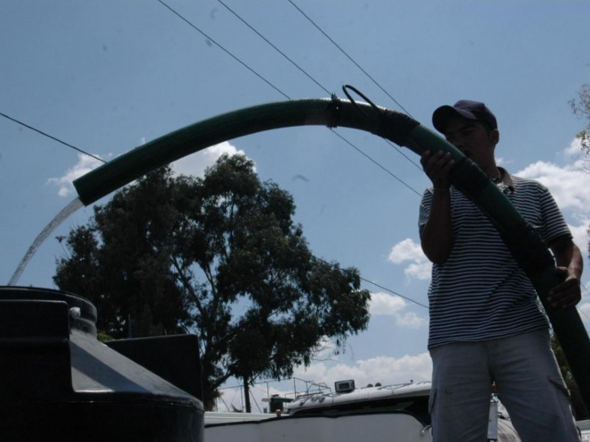 Edo. Méx. : Perforan 24 pozos para resolver crisis de agua en Ecatepec. (Excélsior)