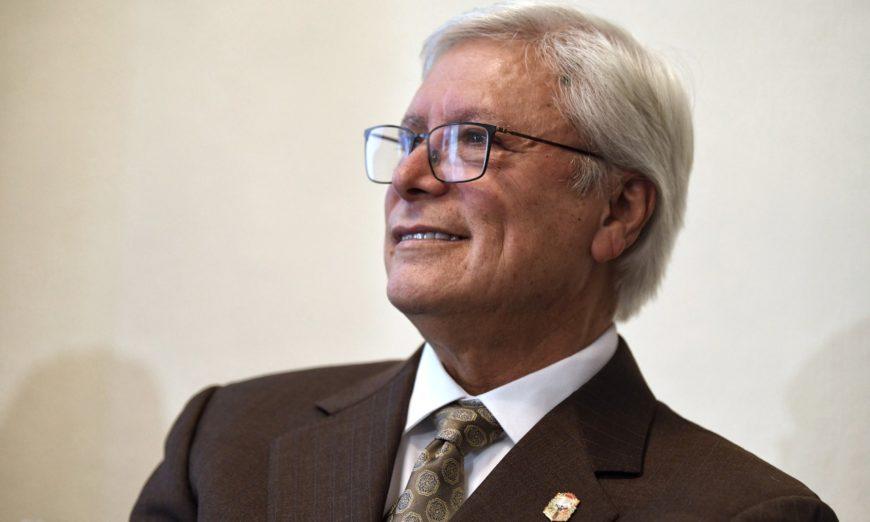 Baja California: El gobernador Bonilla, entre dos aguas (Proceso)
