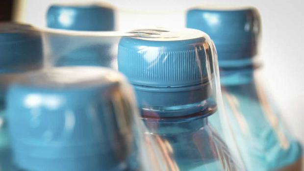 España: El peligro de llevar una botella de agua en el coche (ABC)