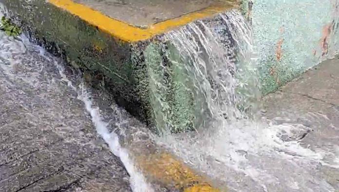 Hidalgo: Reportan fuga de agua en calles de la colonia Cuauhtémoc, Pachuca (La Silla Rota)