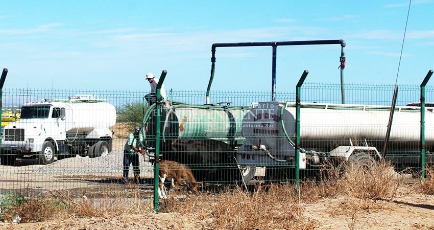 """Baja California Sur: Confirman """"Huachicol"""" de agua en La Paz; pipas rellenan agua de pozo agrícola para uso doméstico (El Independiente)"""