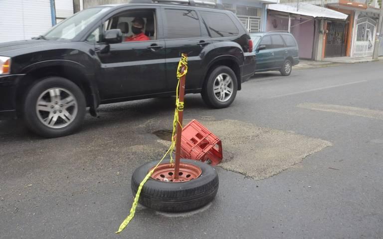 Tabasco: [Fotogalería] Fuga de agua rompe parte de la calle en Casa Blanca (El Heraldo de Tabasco)