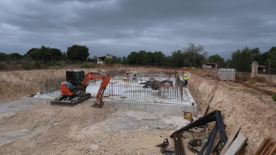 Las obras del depósito regulador de Petra permitirán que el agua potable llegue a Manacor (Mallorca)